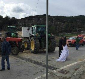 Λασίθι: Νεόνυμφοι άφησαν την γαμήλια δεξίωση & πήγαν στο... μπλόκο των αγροτών - Φωτό - Κυρίως Φωτογραφία - Gallery - Video