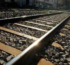 Βίντεο: Η στιγμή που στο ..τσααάκ γλύτωσε από το πάτημα του τρένου - Τι γύρευε αυτός ο άνδρας στις ράγες; - Κυρίως Φωτογραφία - Gallery - Video