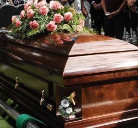 Απίστευτο story που θυμίζει κινηματογράφο: Έβαλε να σκοτώσουν τη γυναίκα του και την είδε ζωντανή στην κηδεία της - Κυρίως Φωτογραφία - Gallery - Video