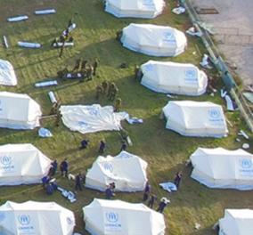 Νέος καταυλισμός προσφύγων στο αεροδρόμιο του Ελληνικού - Φωτό & βίντεο από τις σκηνές στο γήπεδο του baseball - Κυρίως Φωτογραφία - Gallery - Video