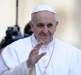 Πάπας Φραγκίσκος welcome: Έστειλε το πρώτο του μήνυμα μέσω WhatsApp - Τι γράφει;   - Κυρίως Φωτογραφία - Gallery - Video