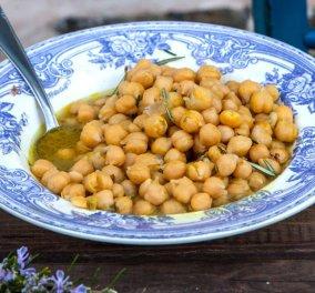 Ο Μοναχός Νικήτας μαγειρεύει: Ρεβίθια λεμονάτα σε «ζωμό» δεντρολίβανου - Πεντανόστιμο! - Κυρίως Φωτογραφία - Gallery - Video