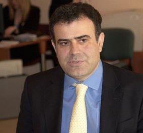 Ο πρώην υφυπουργός του ΠΑΣΟΚ Χρήστος Αηδόνης γράφει τραγούδια για τον Ρέμο και βγάζει δικό του CD! - Κυρίως Φωτογραφία - Gallery - Video