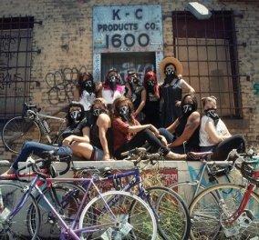 Φεμινίστριες πάνω σε δυο ρόδες: Η θηλυκή συμμορία με τα ποδήλατα στο Λος Άντζελες - Κυρίως Φωτογραφία - Gallery - Video