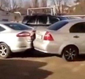 Βίντεο για γέλια & για κλάματα: Γυναικά οδηγός τράκαρε 17 αυτοκίνητα ενώ πάρκαρε! - Κυρίως Φωτογραφία - Gallery - Video