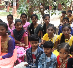 Και όμως γίνεται: Σχολείο της Ινδίας έχει... 29 (!) ζευγάρια δίδυμων μαθητών  - Κυρίως Φωτογραφία - Gallery - Video