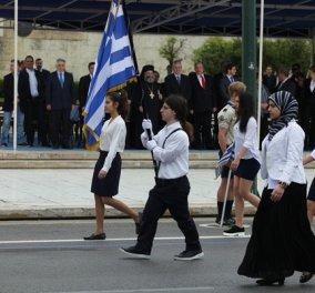 Η μαθήτρια με τη μαντίλα που παρέλασε: Να γιατί αποφάσισα να πάω φορώντας το σύμβολο της θρησκείας μου - Κυρίως Φωτογραφία - Gallery - Video