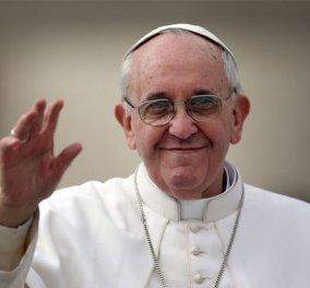 Στα θύματα της τρομοκρατίας και την ειρήνη σε όλο τον κόσμο αναφέρθηκε στο Πασχαλινό του κήρυγμά ο Πάπας Φραγκίσκος - Κυρίως Φωτογραφία - Gallery - Video