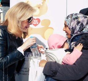 Το Ίδρυμα Μαριάννας Βαρδινογιάννη αναλαμβάνει hotspot με μητέρες & παιδιά πρόσφυγες - Προσφέρει 2.000 εμβόλια - Κυρίως Φωτογραφία - Gallery - Video