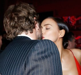 Γυναικάρα με τα κόκκινα η Ιρίνα Σάικ - Καυτά φιλιά & αγκαλιές με τον Μπράντλεϊ Κούπερ - Κυρίως Φωτογραφία - Gallery - Video