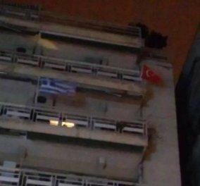 Σάλος στη Θεσσαλονίκη: Ένοικος παραμονή της 25ης Μαρτίου κρέμασε τουρκική σημαία στο μπαλκόνι - Κυρίως Φωτογραφία - Gallery - Video