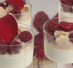 Ο Στέλιος Παρλιάρος μας δίνει μία συναρπαστική συνταγή: Μους με τριαντάφυλλο, λίτσι και σμέουρο - Κυρίως Φωτογραφία - Gallery - Video