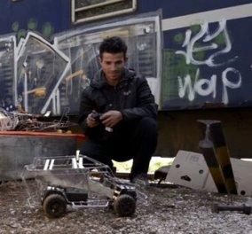 Ο Mahran  σώθηκε 3 φορές από βομβαρδισμούς - Τώρα φτιάχνει τηλεκατευθυνόμενα για τα προσφυγόπουλα στην Ειδομένη  - Κυρίως Φωτογραφία - Gallery - Video