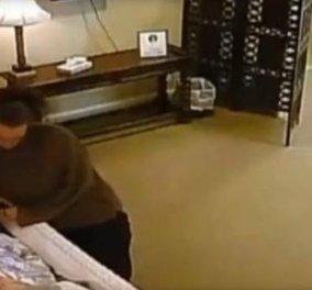 Απίστευτο βίντεο από το Τέξας: Γυναίκα κλέβει τη βέρα ηλικιωμένης μέσα από το φέρετρο  - Κυρίως Φωτογραφία - Gallery - Video