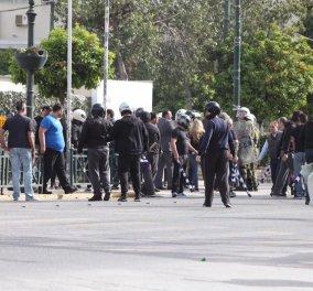 Συμπλοκή μεταξύ αντιεξουσιαστών και Χρυσής Αυγής στον Πειραιά  - Κυρίως Φωτογραφία - Gallery - Video