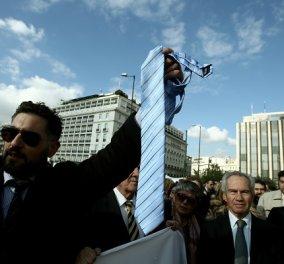 Κλιμακώνεται η ''μάχη της γραβάτας'' για το ασφαλιστικό: Δικηγόροι, γιατροί, μηχανικοί, οικονομολόγοι συνεχίζουν τις κινητοποιήσεις  - Κυρίως Φωτογραφία - Gallery - Video