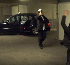 """Ο διάσημος φαρσέρ Ρεμί ταλαιπωρεί ως """"μαφιόζος"""" έναν ταξιτζή στη νέα του φάρσα - Κυρίως Φωτογραφία - Gallery - Video"""
