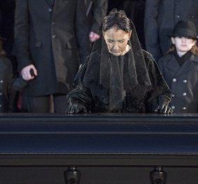 Η Σελίν Ντιον έκανε πολυτελέστατη κηδεία στον άνδρα της & τώρα ζητά 750χιλ δολ. από το κράτος  - Κυρίως Φωτογραφία - Gallery - Video