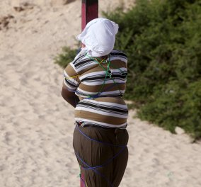 Σκληρές εικόνες: Σομαλοί έδεσαν τρομοκράτη σε στύλο και τον εκτέλεσαν δημόσια - Κυρίως Φωτογραφία - Gallery - Video