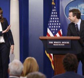 Και λίγη πλάκα στον Λευκό Οίκο: Η ηθοποιός εισέβαλε στο briefing & έκανε τον εκπρόσωπο του Ομπάμα - Κυρίως Φωτογραφία - Gallery - Video