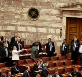 Άναψαν τα αίματα στη Βουλή: Επεισόδιο με τους βουλευτές της Χρυσής Αυγής & προσωρινή διακοπή (βίντεο) - Κυρίως Φωτογραφία - Gallery - Video