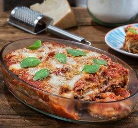 Η χρυσοχέρα Αργυρώ σε μια απλή συνταγή την οποία απογειώνει: Μελιτζάνες φούρνου με σάλτσα ντομάτας, ζαμπόν & τυριά - Κυρίως Φωτογραφία - Gallery - Video