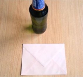 Πώς να ανοίξετε ένα μπουκάλι μπύρας χρησιμοποιώντας ένα φάκελο: To τρικ που θα σας σώσει - Κυρίως Φωτογραφία - Gallery - Video