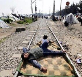Ειδομένη: Να πως μεταμορφώθηκε σε πρόσφυγα δημοσιογράφος για να ξεγελάσει την ΕΛ.ΑΣ - Κυρίως Φωτογραφία - Gallery - Video
