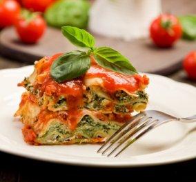 Ο Γιάννης Λουκάκος μας προτείνει απολαυστικά λαζάνια με σπανάκι, ντομάτα και πράσο!   - Κυρίως Φωτογραφία - Gallery - Video