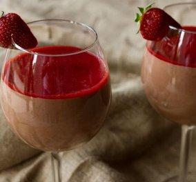 O Άκης μπαίνει στην κουζίνα & μας τρελαίνει με: Κρύα μους σοκολάτας με φράουλες - Κυρίως Φωτογραφία - Gallery - Video