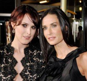 Έξαλλη η κόρη της Ντέμι Μουρ με το Vanity Fair -Της έκοψαν το πηγούνι στο photoshop    - Κυρίως Φωτογραφία - Gallery - Video