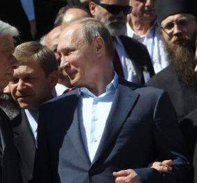 """Η κρυφή """"μάχη του θρόνου"""" μεταξύ του Βλ. Πούτιν και του Πρ. Παυλόπουλου: Πώς το εθιμοτυπικό οδήγησε σε """"παρεξήγηση""""  - Κυρίως Φωτογραφία - Gallery - Video"""