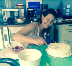 Αυτό το Σ/Κ το τερμάτισα: Έφτιαξα τούρτα και muffins με φράουλες - Σας δίνω τις συνταγές, η μία του Άκη βέβαια  - Κυρίως Φωτογραφία - Gallery - Video