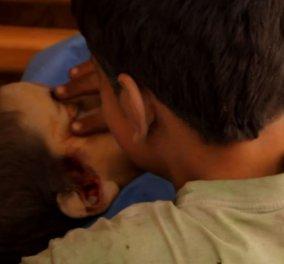 Θρήνος στο Χαλέπι – Το βίντεο με τον σπαραγμό των παιδιών πάνω από τον νεκρό αδελφό τους - Κυρίως Φωτογραφία - Gallery - Video