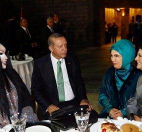 To σέξι δείπνο του Ερντογάν: Μετά την ακύρωση του Gay Pride έφαγε με την πιο διάσημη τρανσέξουαλ της Τουρκίας - Κυρίως Φωτογραφία - Gallery - Video