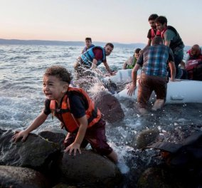 Κομισιόν: Με «εξαιρετικά αργούς» ρυθμούς οι μετεγκαταστάσεις προσφύγων  - Κυρίως Φωτογραφία - Gallery - Video