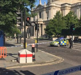 Ελεγχόμενη έκρηξη στο κέντρο του Λονδίνου! Πανικός έξω από το Saint Paul - Κυρίως Φωτογραφία - Gallery - Video