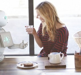 Pepper: Το ρομπότ - ανθρωπάκι που έγινε ρεσεψιονίστ & μιλάει 20 γλώσσες - Κόστισε 30.000 ευρώ - Κυρίως Φωτογραφία - Gallery - Video