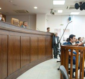Η οργή του πατέρα Φύσσα: Ο Ρουπακιάς δεν ήρθε στη δίκη γιατί τρώει τα αυγά που του έφτιαξε η γυναικούλα του! - Κυρίως Φωτογραφία - Gallery - Video