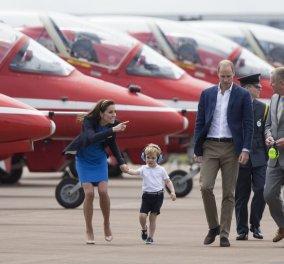 Ο Πρίγκηπας George πιλότος ! Ο 3χρονος μπήκε στο πιλοτήριο μαχητικού αεροσκάφους και... Φωτό - βίντεο - Κυρίως Φωτογραφία - Gallery - Video