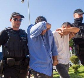 Αυτοί είναι οι 8 πραξικοπηματίες την ώρα που πάνε στον εισαγγελέα: Φοβούνται για τη ζωή τους λέει η δικηγόρος τους - Κυρίως Φωτογραφία - Gallery - Video