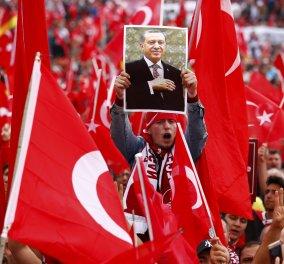 50.000 άτομα διαδηλώνουν στην Κολωνία υπέρ του Ερντογάν - Ομαλά εξελίσσεται η κατάσταση  - Κυρίως Φωτογραφία - Gallery - Video