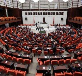 Τουρκία: Η Βουλή ενέκρινε και τυπικά την επιβολή κατάστασης εκτάκτου ανάγκης   - Κυρίως Φωτογραφία - Gallery - Video