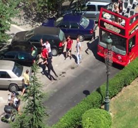 """Άγριος καυγάς στη μέση του δρόμου στη Θεσσαλονίκη (βίντεο): Οδηγός λεωφορείου """"παίζει μποξ"""" με οδηγό ΙΧ - Κυρίως Φωτογραφία - Gallery - Video"""