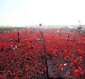 """Μεγαλειώδης συγκέντρωση """"Υπέρ της Δημοκρατίας"""" στην Κωνσταντινούπολη: Εκατομμύρια Τούρκοι στους δρόμους - Κυρίως Φωτογραφία - Gallery - Video"""