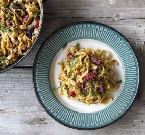 O Άκης μας ετοιμάζει φανταστικές χυλοπίτες με χταπόδι - Πιάτο καλοκαιρινό & νόστιμο - Κυρίως Φωτογραφία - Gallery - Video