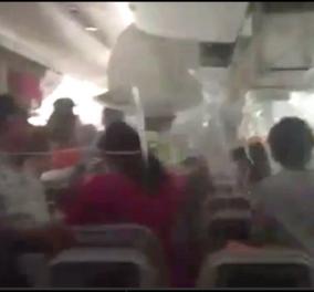 Βίντεο: Τρόμος μέσα στο Boeing της Emirates - Πώς έφυγαν οι επιβάτες από την καμπίνα λίγο πριν την έκρηξη - Κυρίως Φωτογραφία - Gallery - Video