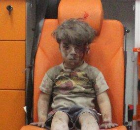 """Υπέκυψε στα τραύματά του ο 10χρονος Αλί, ο μεγαλύτερος αδελφός του Ομράν,  που έγινε """"σύμβολο"""" της φρίκης στη Συρία - Κυρίως Φωτογραφία - Gallery - Video"""