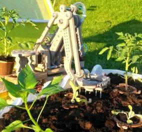 Ένα ρομπότ στην αυλή σας! Το FarmBot φυτεύει - φροντίζει όλα τα βότανα της κουζίνας σας!  - Κυρίως Φωτογραφία - Gallery - Video