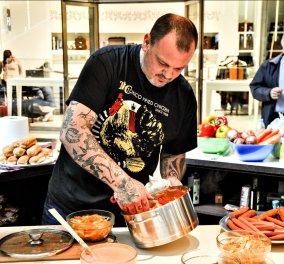 O Δημήτρης Σκαρμούτσος μας δίνει μια ανεπανάληπτη συνταγή: Σπαγγέτι με κοτόπουλο παρμεζάνα - Κυρίως Φωτογραφία - Gallery - Video